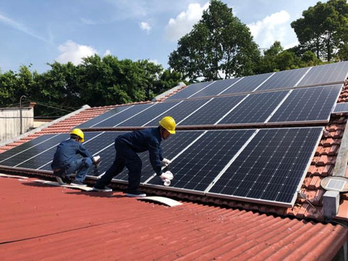 Nối lưới toàn bộ điện mặt trời mái nhà ở TP HCM - Ảnh 2.