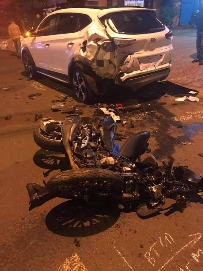 Tông vào xe con lúc rạng sáng, 2 thanh niên tử vong tại chỗ - Ảnh 1.