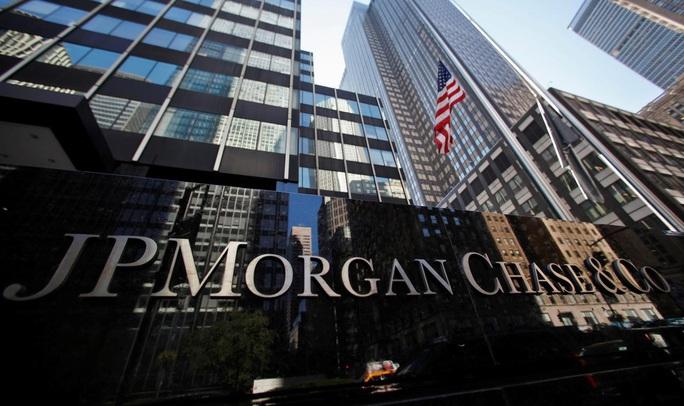 Một số ngân hàng lớn bị tố giao dịch tiền bẩn - Ảnh 1.