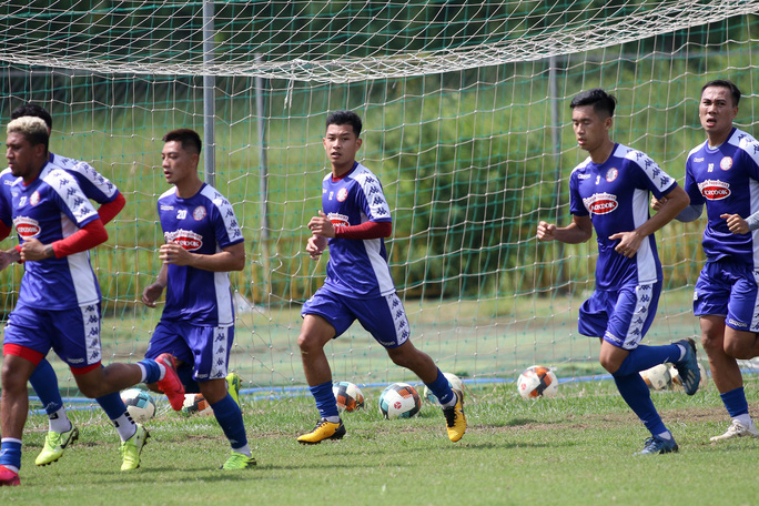 Công Phượng ở đâu trong ngày 2 bạn cũ ở U19 Việt Nam ra mắt CLB TP HCM? - Ảnh 3.