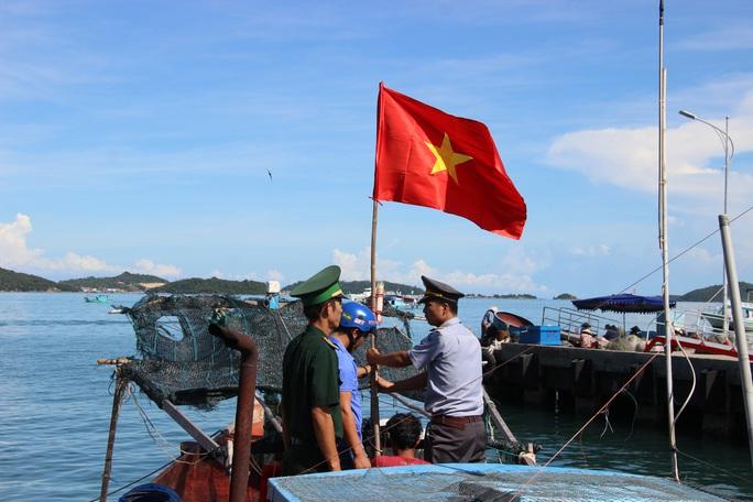 Cờ Tổ quốc đến với ngư dân quần đảo Nam Du - Ảnh 6.