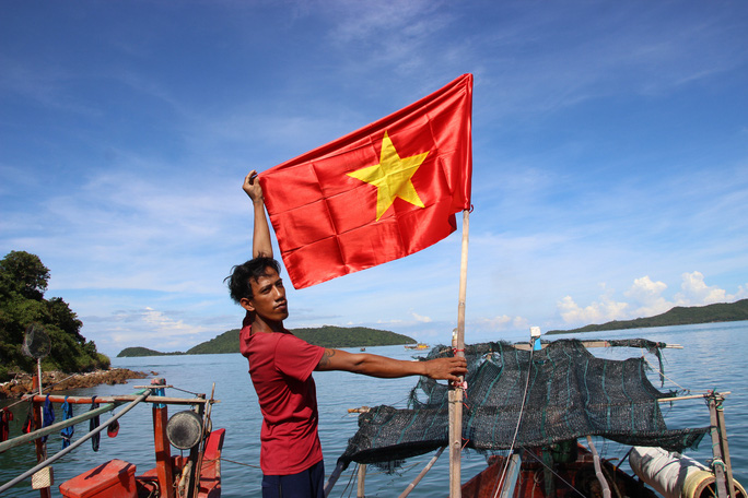 Cờ Tổ quốc đến với ngư dân quần đảo Nam Du - Ảnh 8.
