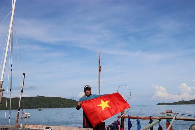 Cờ Tổ quốc đến với ngư dân quần đảo Nam Du - Ảnh 9.