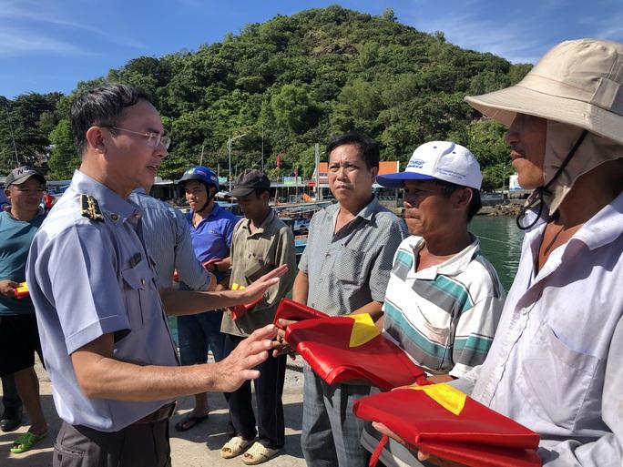 Cờ Tổ quốc đến với ngư dân quần đảo Nam Du - Ảnh 5.