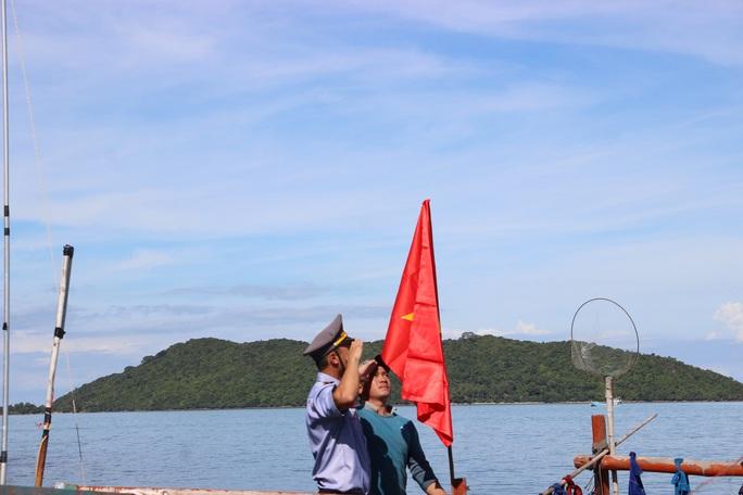Cờ Tổ quốc đến với ngư dân quần đảo Nam Du - Ảnh 7.