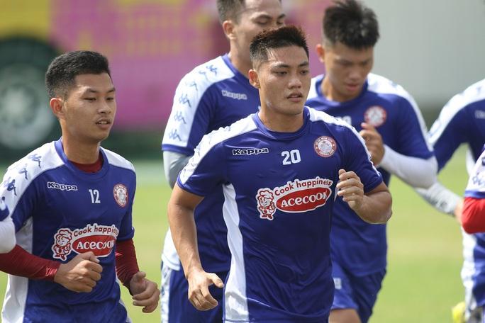 Công Phượng ở đâu trong ngày 2 bạn cũ ở U19 Việt Nam ra mắt CLB TP HCM? - Ảnh 2.