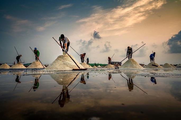 Bộ ảnh Muối hầm Tuyết Diêm của nhiếp ảnh gia Nguyễn Ngọc Hòa đoạt giải đặc biệt - Ảnh 7.