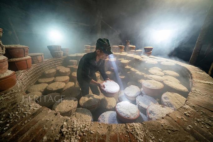 Bộ ảnh Muối hầm Tuyết Diêm của nhiếp ảnh gia Nguyễn Ngọc Hòa đoạt giải đặc biệt - Ảnh 8.