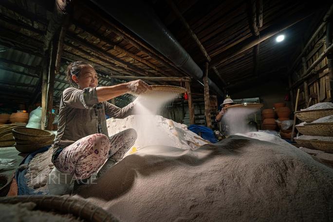 Bộ ảnh Muối hầm Tuyết Diêm của nhiếp ảnh gia Nguyễn Ngọc Hòa đoạt giải đặc biệt - Ảnh 6.