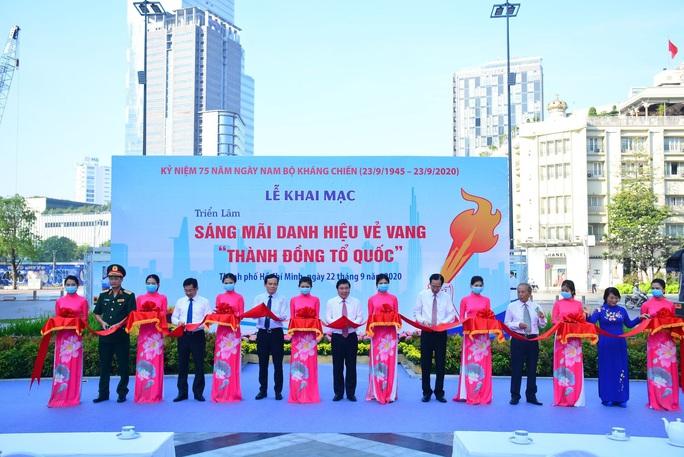 Lãnh đạo TP HCM dự triển lãm ảnh và họp mặt kỷ niệm 75 năm ngày Nam Bộ Kháng chiến - Ảnh 1.