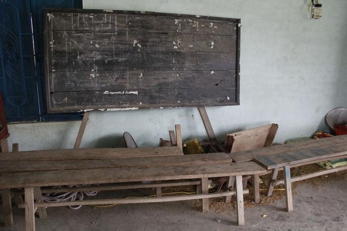 Không có nhà vệ sinh, học sinh phải đi vào bô rồi cô giáo đi đổ nhờ! - Ảnh 2.