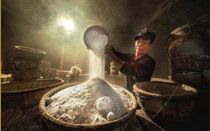 Bộ ảnh Muối hầm Tuyết Diêm của nhiếp ảnh gia Nguyễn Ngọc Hòa đoạt giải đặc biệt - Ảnh 1.