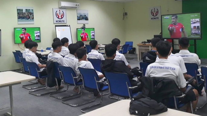 Cựu còi Vàng Võ Minh Trí đứng lớp dạy luật thi đấu cho SV-League 2020 - Ảnh 2.