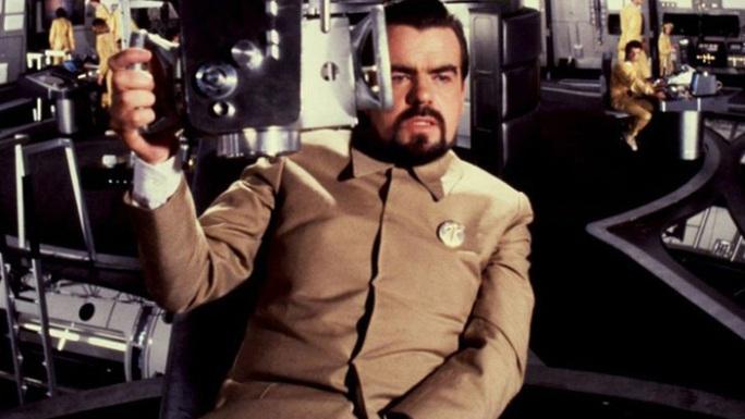 Nam diễn viên phụ xuất sắc nhất tại Cesar lần thứ 36 James Bond qua đời - Ảnh 2.