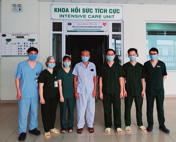 20 ngày không có ca mắc Covid-19 trong cộng đồng, 2 bệnh nhân nặng nhất miền Bắc khỏi bệnh - Ảnh 2.