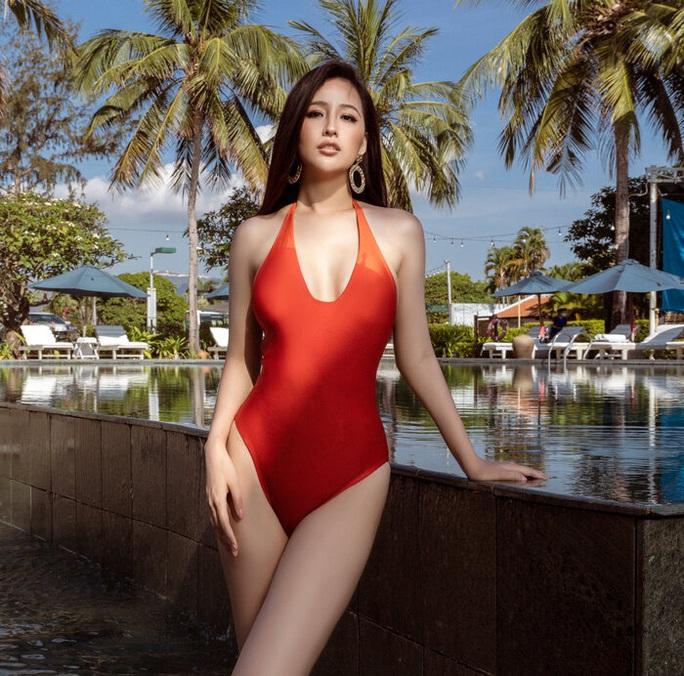 Diện bikini gợi cảm, Mai Phương Thúy xứng danh hoa hậu nóng bỏng nhất - Ảnh 8.