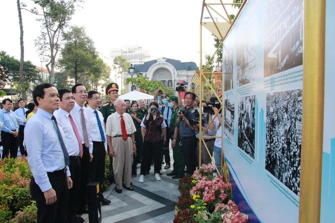 Lãnh đạo TP HCM dự triển lãm ảnh và họp mặt kỷ niệm 75 năm ngày Nam Bộ Kháng chiến - Ảnh 2.