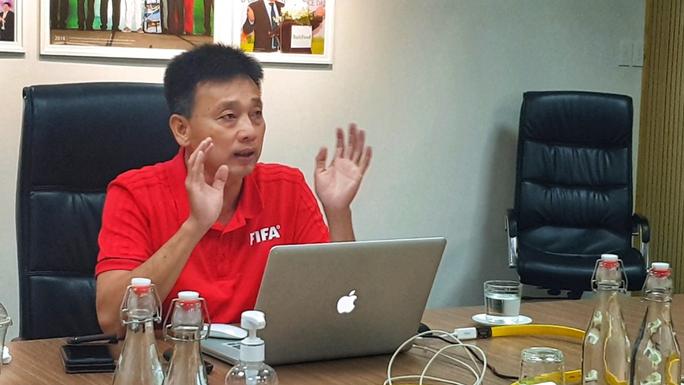 Cựu còi Vàng Võ Minh Trí đứng lớp dạy luật thi đấu cho SV-League 2020 - Ảnh 1.