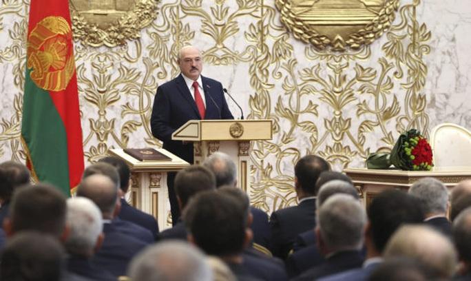 Tổng thống Belarus âm thầm nhậm chức - Ảnh 1.