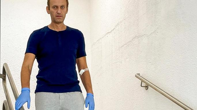 Ông Navalny xuất viện, Nga chào đón về nước - Ảnh 1.