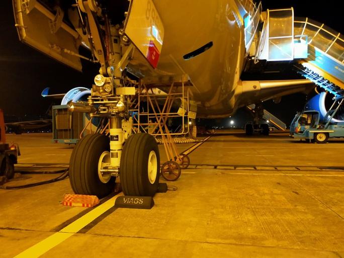 Nhân viên kỹ thuật bị sét đánh tử vong tại sân bay Nội Bài khi đang kiểm tra máy bay - Ảnh 1.