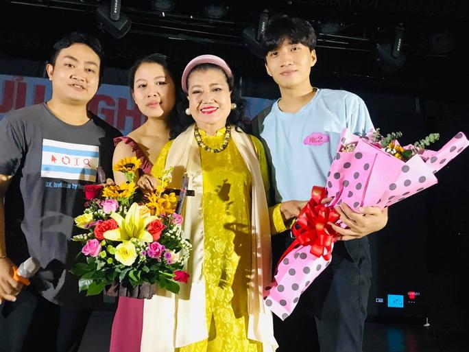 Xem lại Lôi vũ, kỳ nữ Kim Cương ngẫu hứng với vai Thị Bình cùng diễn viên trẻ - Ảnh 1.