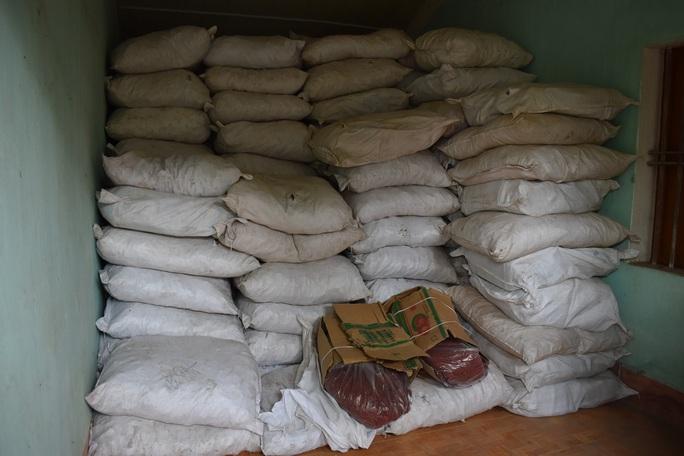 Chuyển công an điều tra vụ nhập lậu 13 tấn thuốc đông y từ Trung Quốc - Ảnh 1.