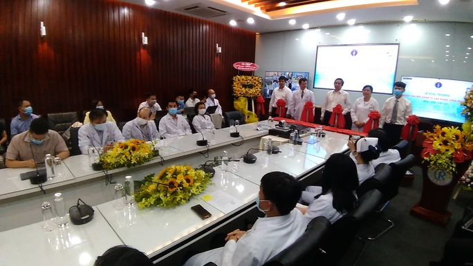 Bệnh viện Chợ Rẫy đưa vào hoạt động Trung tâm Hội chẩn tư vấn, khám chữa bệnh từ xa - Ảnh 1.
