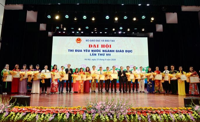 Gần 400 cá nhân, tập thể được vinh danh tại Đại hội thi đua yêu nước ngành giáo dục - Ảnh 3.