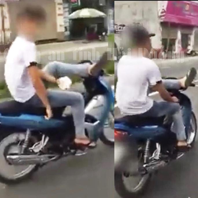 Quái xế 17 tuổi không đội mũ bảo hiểm, cười đùa điều khiển xe máy bằng chân - Ảnh 1.