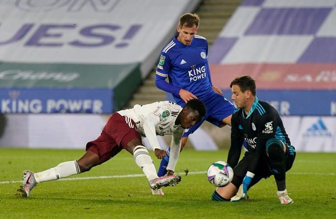Arsenal hạ gục chủ nhà Leicester bằng bàn đá phản League Cup - Ảnh 3.