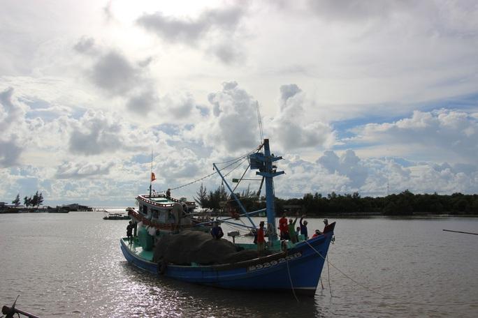 Trao 2.000 lá cờ Tổ quốc cho ngư dân huyện An Minh - Ảnh 6.