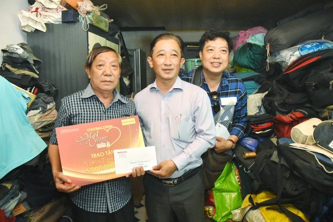 Mai Vàng nhân ái đến thăm nghệ sĩ Trường Quang và Tuấn Phương - Ảnh 1.
