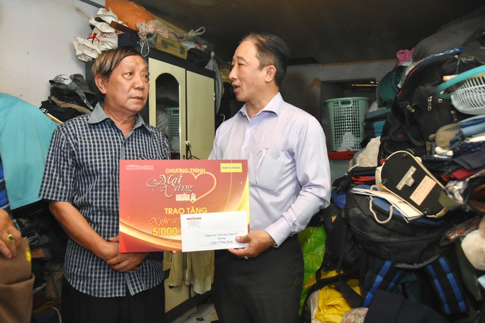 Mai Vàng nhân ái đến thăm nghệ sĩ Trường Quang và Tuấn Phương - Ảnh 3.
