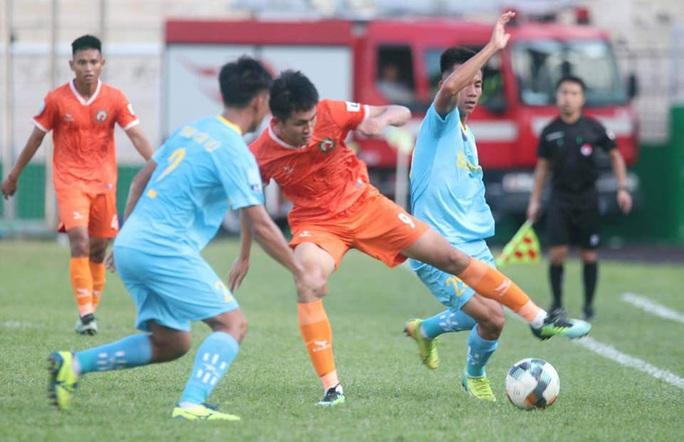 Clip Sanna Khánh Hòa BVN thoát thua ngoạn mục ở phút bù giờ trận chạm trán Bình Định - Ảnh 1.