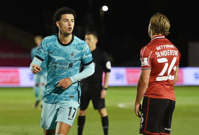 Liverpool dội mưa bàn thắng, Man City chật vật vượt ải League Cup - Ảnh 2.