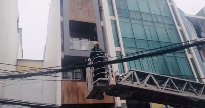 Cháy khách sạn ở quận 10 , ít nhất 1 người đã tử vong - Ảnh 2.