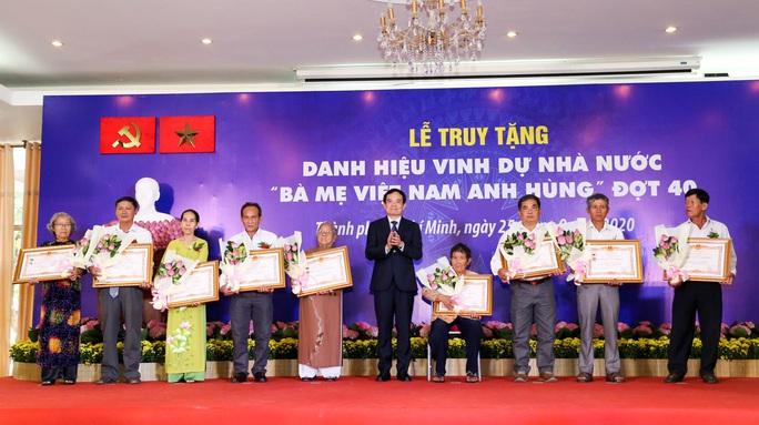 TP HCM tổ chức lễ truy tặng danh hiệu vinh dự Nhà nước Bà mẹ Việt Nam Anh hùng  - Ảnh 1.