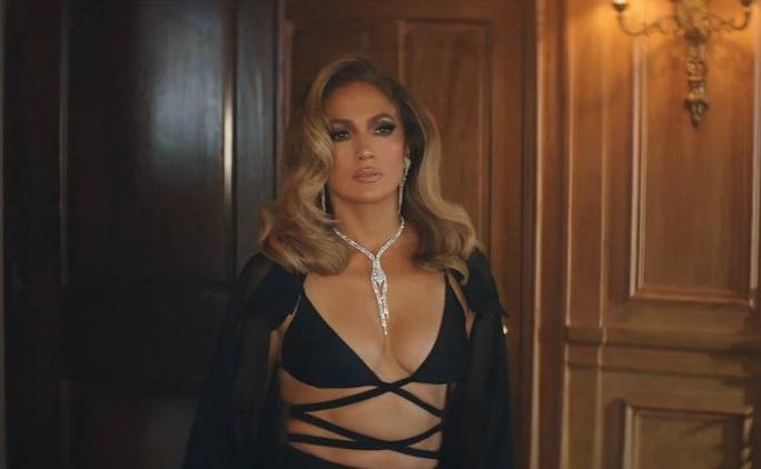 Jennifer Lopez khoe dáng cuốn hút với thiết kế Công Trí - Ảnh 3.