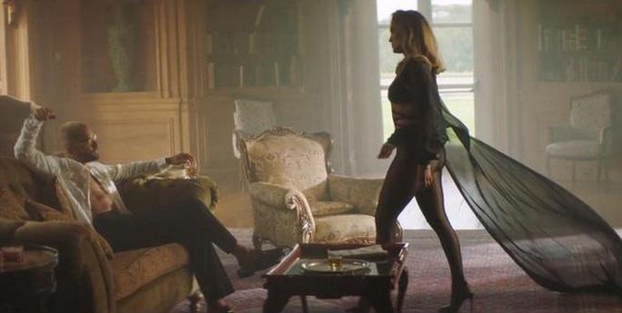 Jennifer Lopez khoe dáng cuốn hút với thiết kế Công Trí - Ảnh 4.