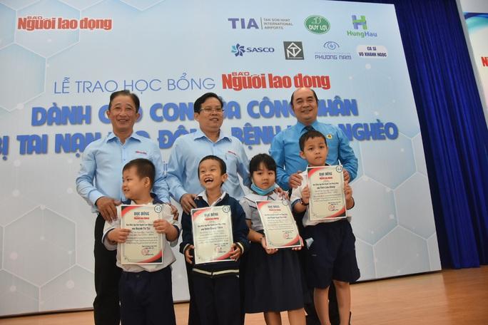 Ấm áp lễ trao học bổng Báo Người Lao Động cho con công nhân - Ảnh 2.