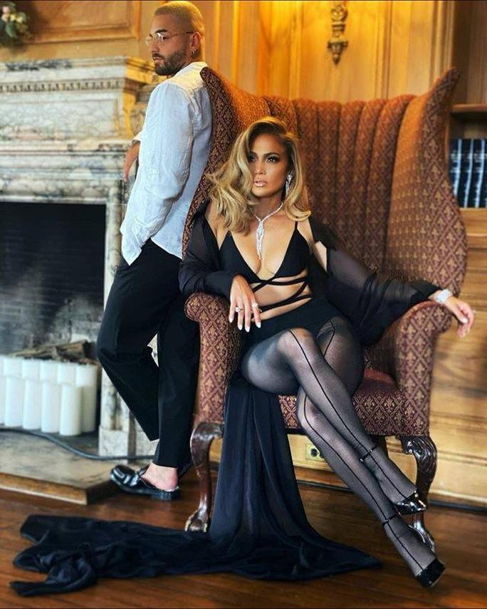 Jennifer Lopez khoe dáng cuốn hút với thiết kế Công Trí - Ảnh 1.