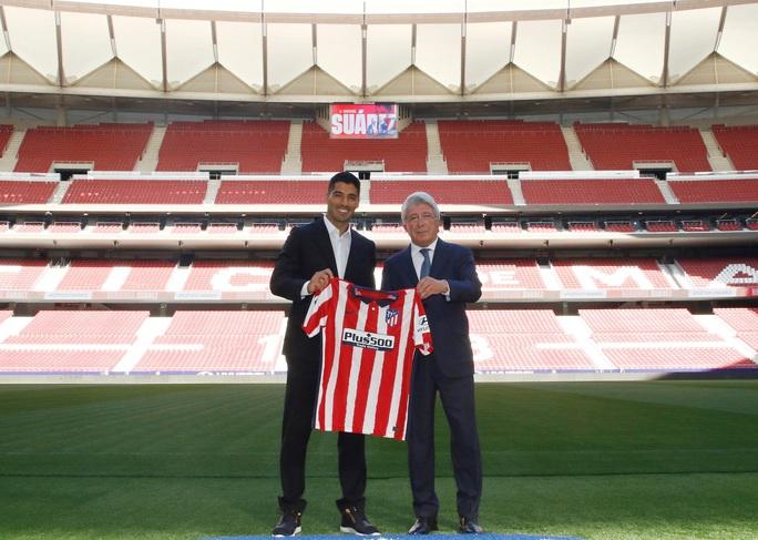 Những hình ảnh đầu tiên của Luis Suarez ở đội bóng mới Atletico Madrid - Ảnh 8.