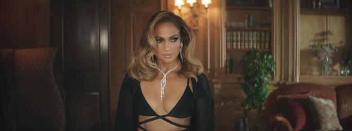 Jennifer Lopez khoe dáng cuốn hút với thiết kế Công Trí - Ảnh 2.