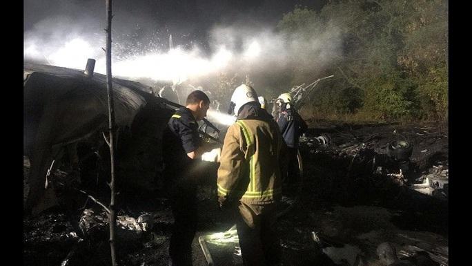 Vụ rơi máy bay quân sự Ukraine: Do lỗi phi hành đoàn trong lúc hạ cánh? - Ảnh 1.