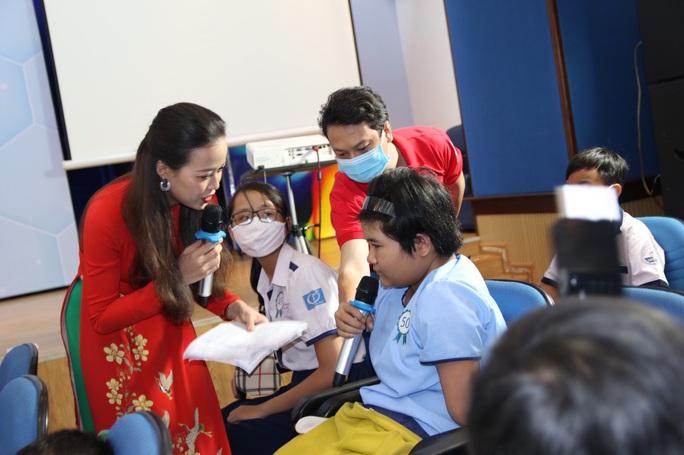 Ấm áp lễ trao học bổng Báo Người Lao Động cho con công nhân - Ảnh 8.