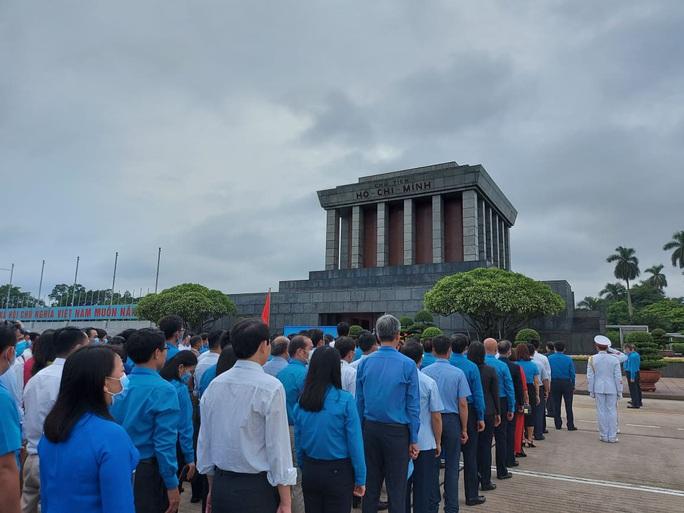 Đại biểu dự Đại hội thi đua yêu nước trong CNVCLĐ báo công dâng Bác - Ảnh 7.