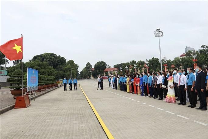 Đại biểu dự Đại hội thi đua yêu nước trong CNVCLĐ báo công dâng Bác - Ảnh 4.