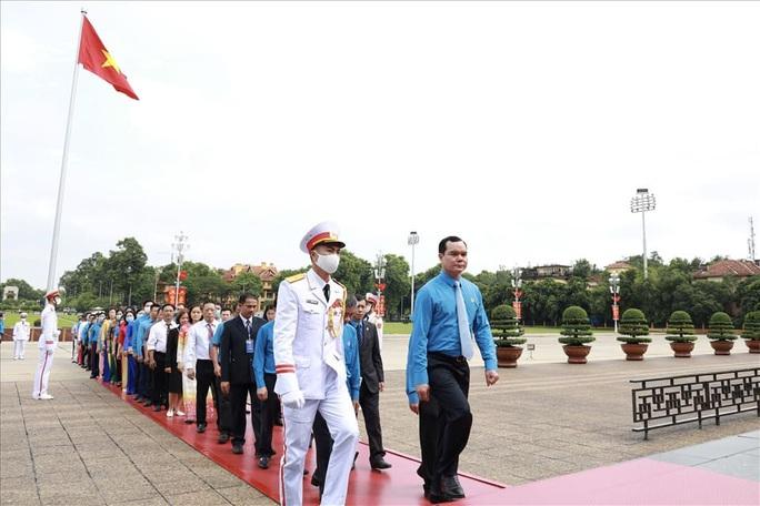 Đại biểu dự Đại hội thi đua yêu nước trong CNVCLĐ báo công dâng Bác - Ảnh 1.