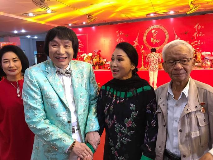 Đông đảo nghệ sĩ xem triển lãm ảnh của NSND Minh Vương - Ảnh 5.